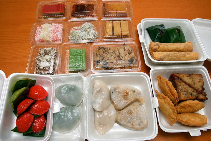 lek-lim-nonya-cake-kueh-assortment-2