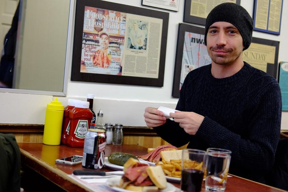 Đây là món ăn sandwich nổi tiếng nhất Montreal ạ